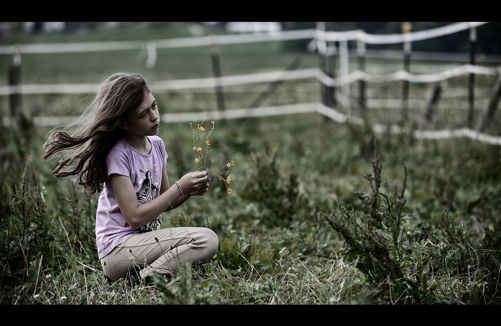 .::Countryside & Flower Girl::.